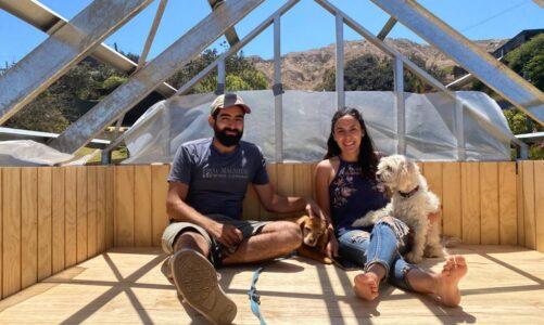 Dani y Nico, dos chilenos viviendo en una Tiny House